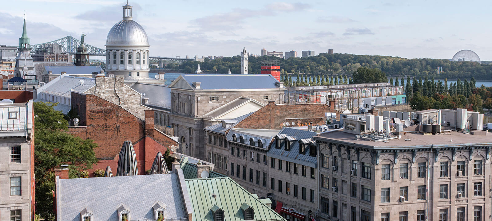 Rooftop Restaurant With Views of Old Montreal Terrasse