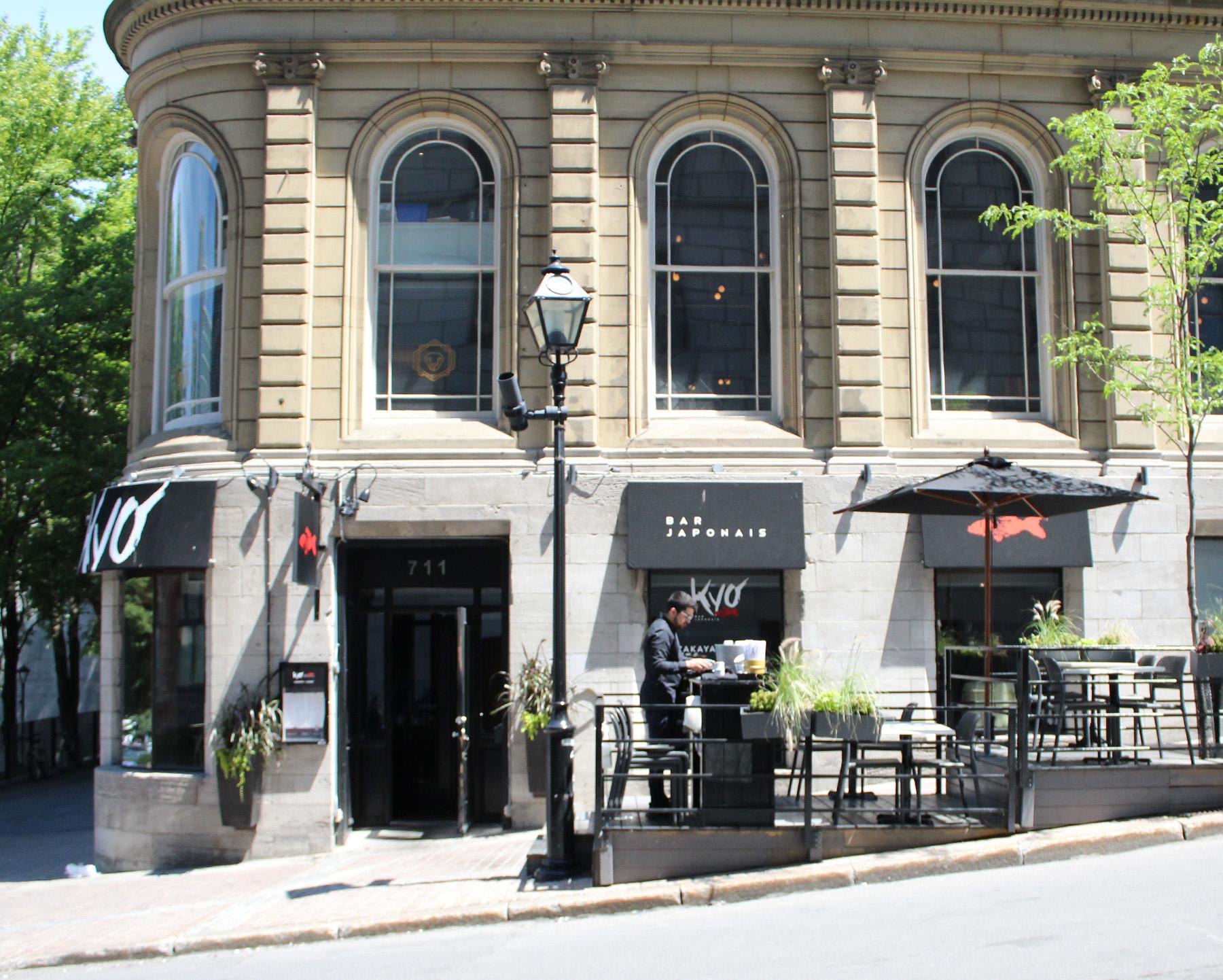 Façade du restaurant le Kyo Bar Japonais avec une terrasse extérieure